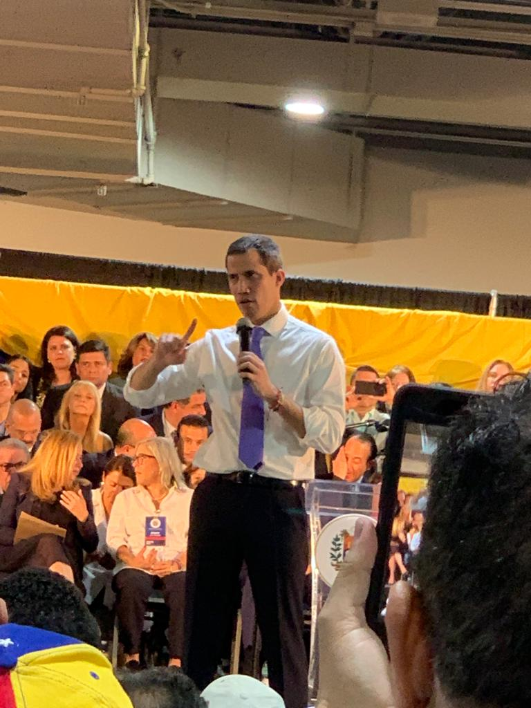 Guaidó durante su discurso en el Miami Airport Convention Center